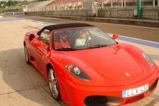 Ferrari élményvezetés